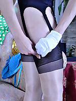 LacyNylons :: Biddy attractive girl in nylons